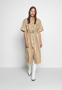 Gestuz - EVIEGZ DRESS - Blusenkleid - safari - 1