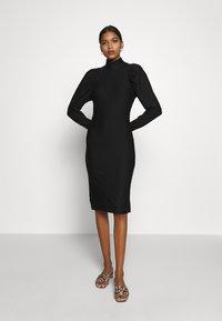 Gestuz - RIFAGZ SLIM DRESS - Žerzejové šaty - black - 0