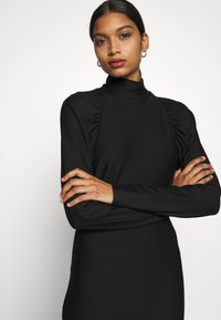 Gestuz - RIFAGZ SLIM DRESS - Žerzejové šaty - black - 3