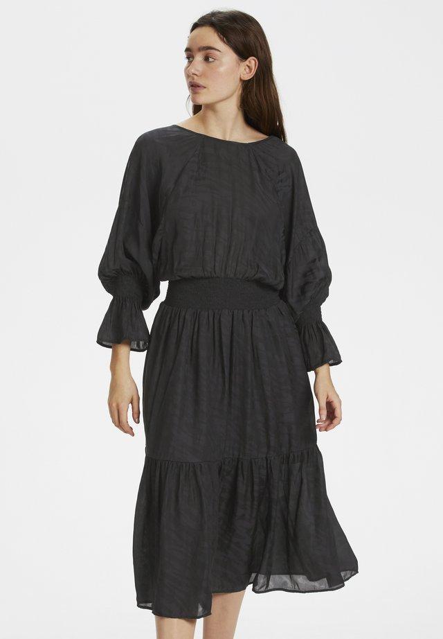VANAYAGZ  - Korte jurk - black