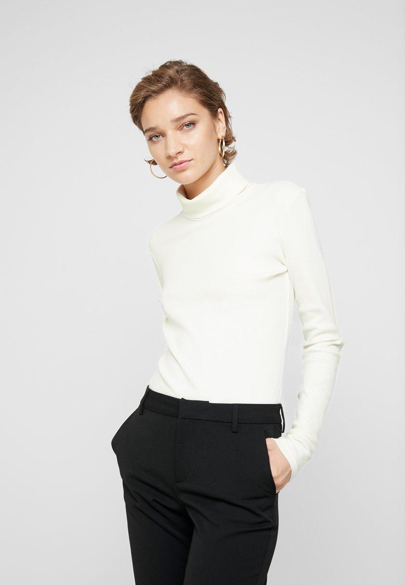 Gestuz - ROLLA ROLLNECK - Langarmshirt - bright white