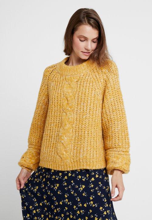 Gestuz Sweter - golden yellow Odzież Damska YEPN-RF6 60% ZNIŻKI