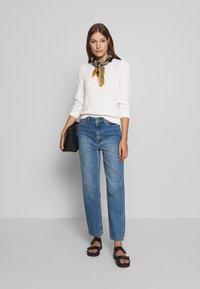 Gestuz - DACY MOM JEANS - Straight leg jeans - medium blue - 1