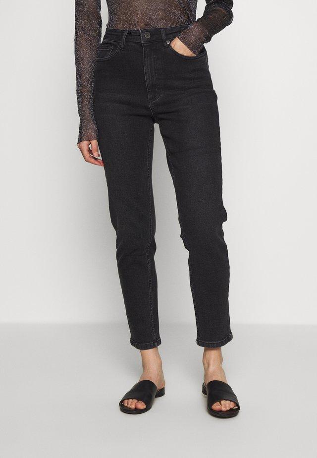 ASTRIDGZ MOM - Jeans slim fit - washed black