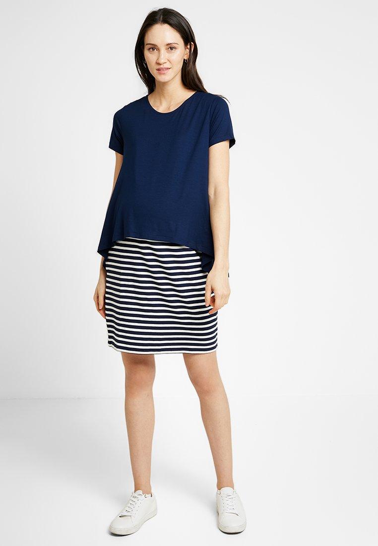 Gebe - DRESS STRIPE NEW NURSING - Jerseykjoler - navy/white