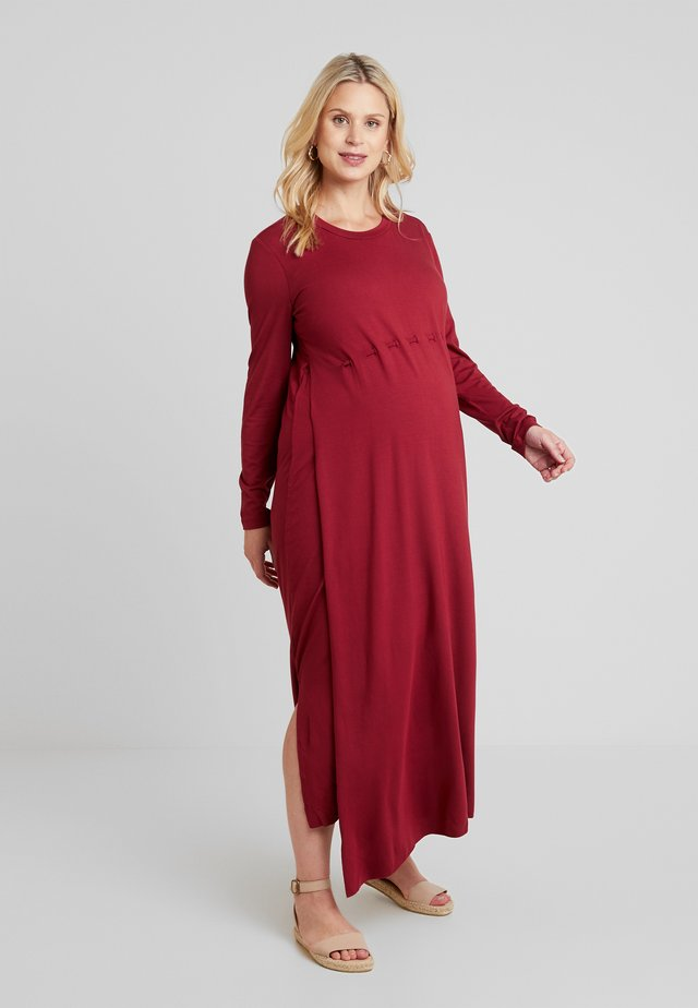 DRESS SOPHIA NURSING - Žerzejové šaty - claret