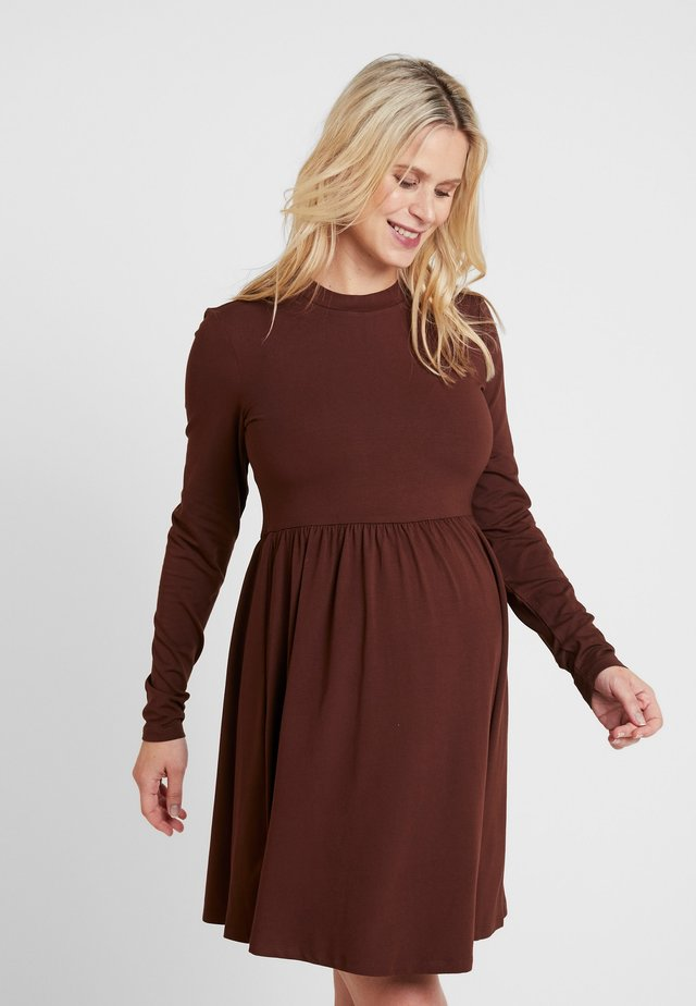 DRESS ROMY - Trikoomekko - brown