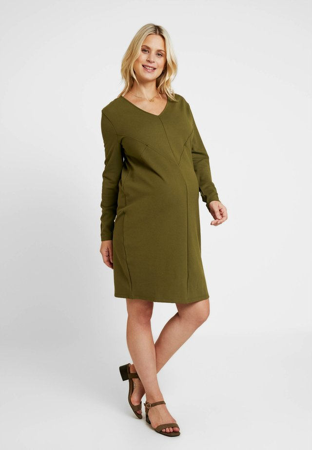 DRESS GEOMETRY - Žerzejové šaty - khaki