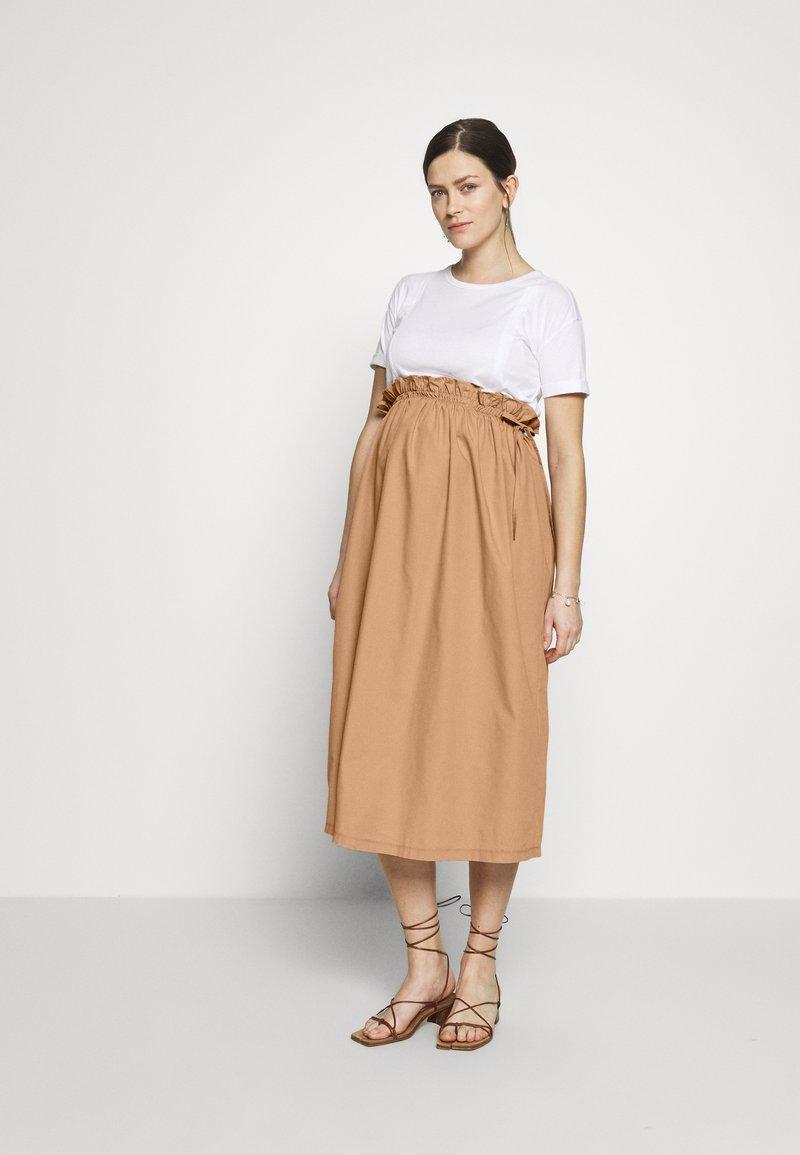 Gebe - DRESS ITALY NURSING - Sukienka z dżerseju - white/camel