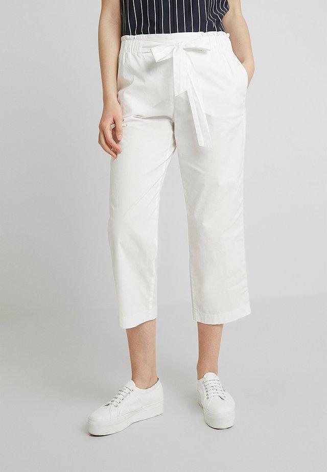 FREIZEIT VERKÜRZT - Trousers - weiß