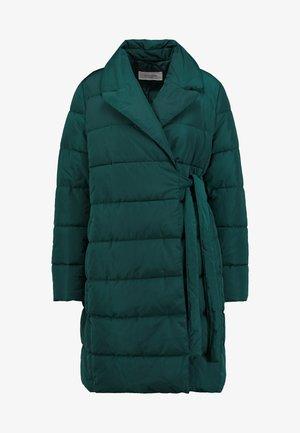Krátký kabát - bottle green