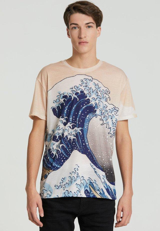 KANAGAWA WAVE - Print T-shirt - beige