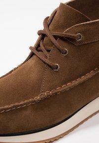 G. H. Bass & Co. - SCOUT RUNNER MID - Volnočasové šněrovací boty - mid brown - 5