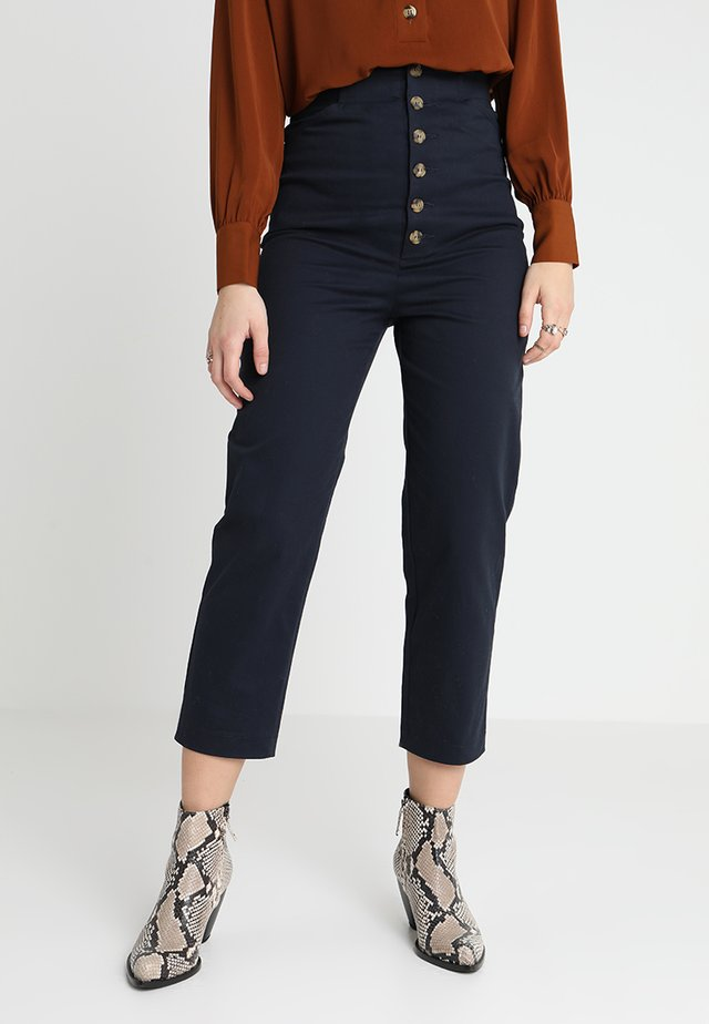 GIDDY UP BUTTON UP TROUSERS - Spodnie materiałowe - navy