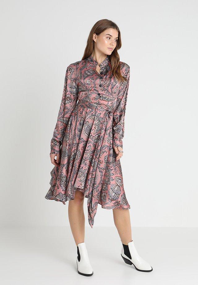 SET FREE HANKY DRESS - Skjortklänning - pink