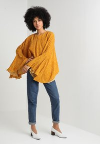 Ghospell - BIG POND BATWING - Blouse - yellow - 1