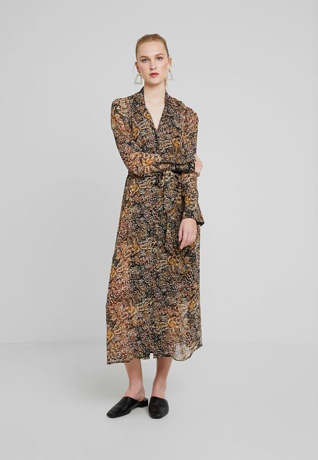 ELOISE DRESS - Skjortekjole - brown