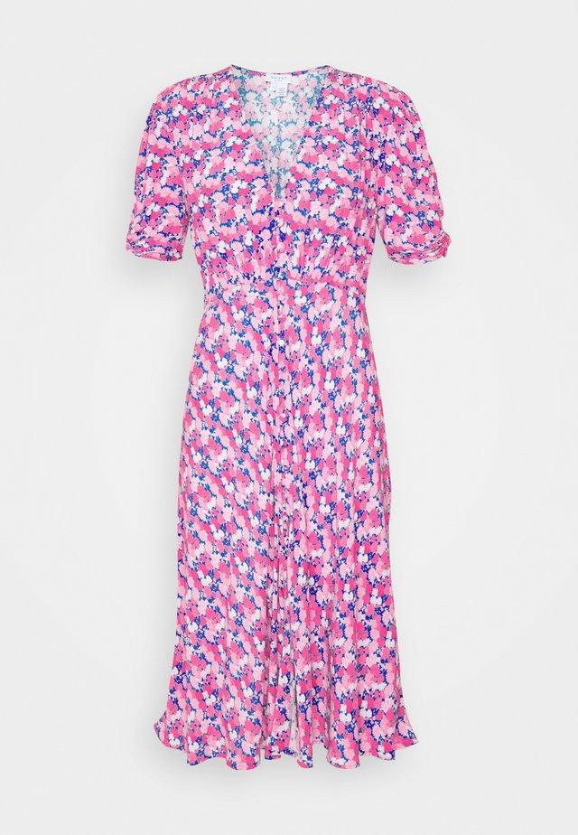SABRINA DRESS - Freizeitkleid - pink