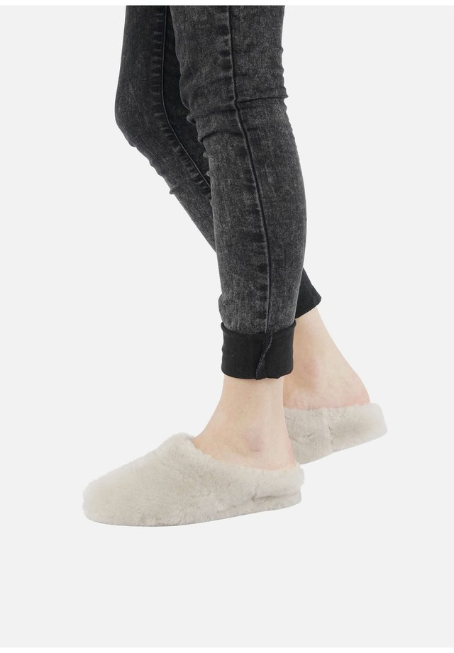 GEROLDIN - Slippers - perle