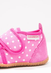 Giesswein - STANS SLIM FIT - Pantoffels - himbeer - 5