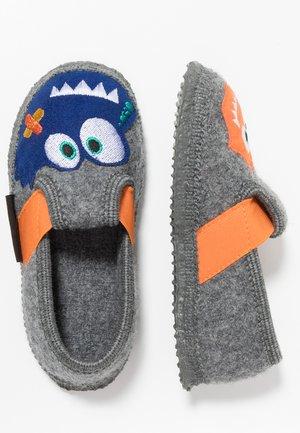 TARP - Slippers - schiefer