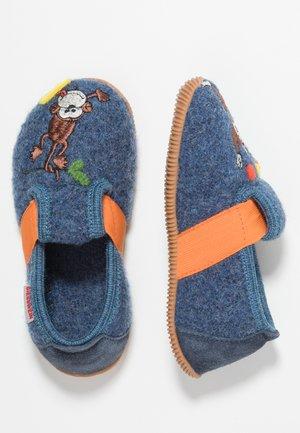 SCHUBY - Domácí obuv - jeans