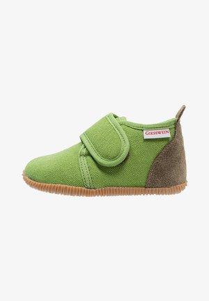STRASS - Domácí obuv - gras
