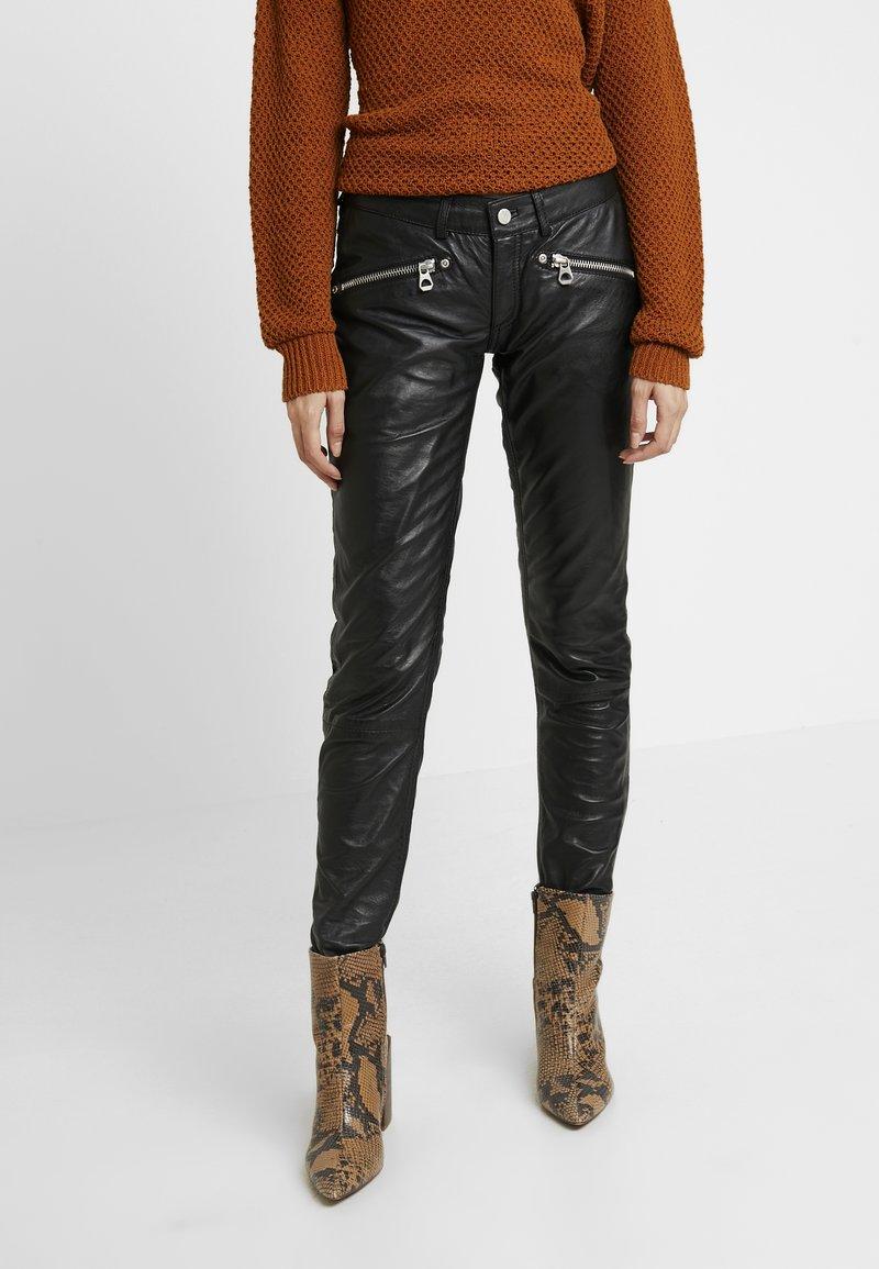 Gipsy - ZIPA TROUSER - Pantaloni di pelle - black