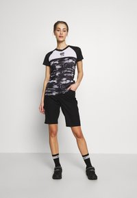 Giro - ARC SHORT - kurze Sporthose - black - 1