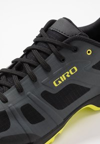Giro - GAUGE - Cycling shoes - dark shadow/citron - 5