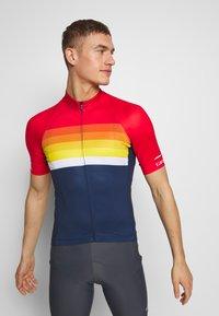Giro - CHRONO EXPERT - T-Shirt print - bright red horizon - 0