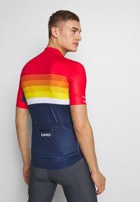 Giro - CHRONO EXPERT - T-Shirt print - bright red horizon - 2