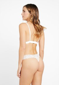 Gilly Hicks - CORE THONG 3 PACK - Thong - white/nude/black - 2
