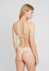 Gilly Hicks - NO SHOW THONG 3 PACK - Stringit - nude/berry wine/mocha - 2