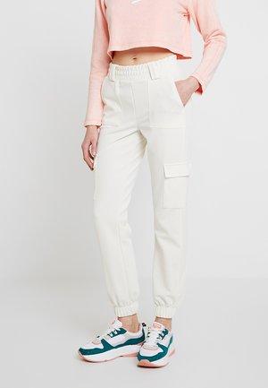 CORY CARGO - Teplákové kalhoty - offwhite