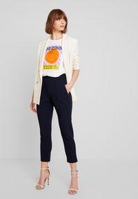 Gina Tricot - Stoffhose - navy blazer - 2