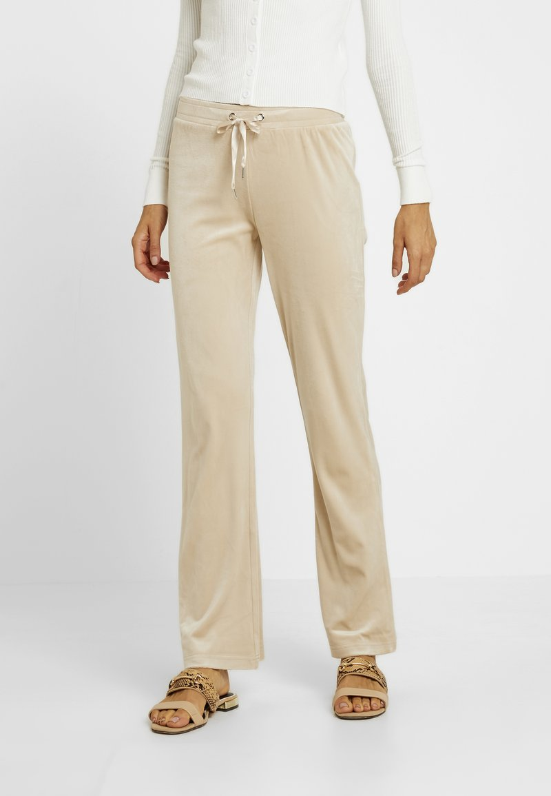 Gina Tricot - CECILIA TROUSERS - Tracksuit bottoms - caramel beige