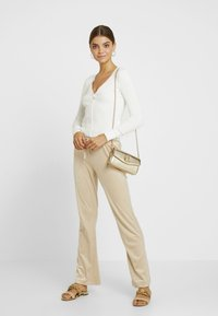 Gina Tricot - CECILIA TROUSERS - Tracksuit bottoms - caramel beige - 1