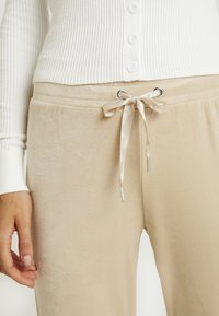 Gina Tricot - CECILIA TROUSERS - Tracksuit bottoms - caramel beige - 4