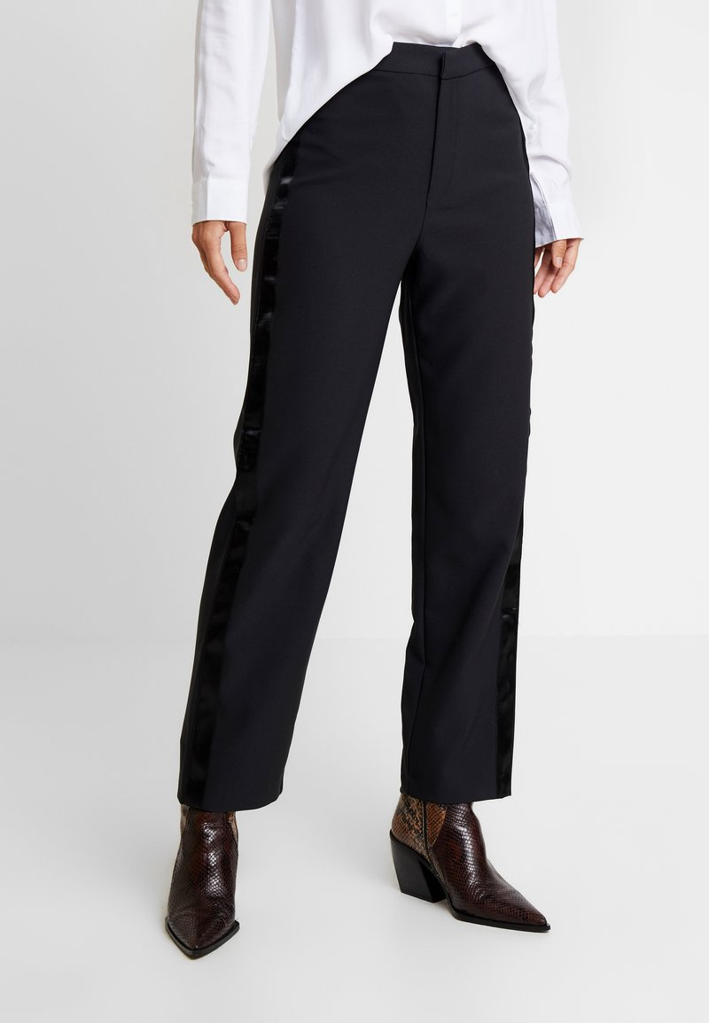Gina Tricot - EXCLUSIVE LYDIA TROUSERS - Stoffhose - black