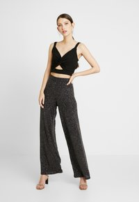 Gina Tricot - EXCLUSIVE ROXY TROUSERS - Kalhoty - black - 2