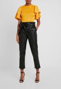 Gina Tricot - Spodnie materiałowe - black - 0