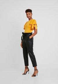 Gina Tricot - Spodnie materiałowe - black - 1