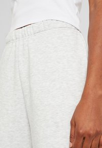 Gina Tricot - BASIC - Spodnie treningowe - light grey melange - 4