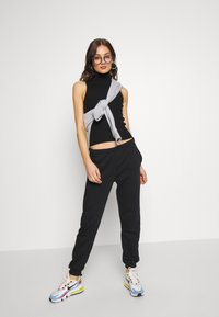 Gina Tricot - BASIC - Joggebukse - black - 1