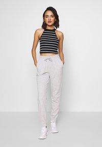 Gina Tricot - ABIGAIL - Pantalon de survêtement - grey melange - 1