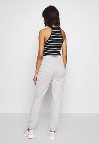 Gina Tricot - ABIGAIL - Pantalon de survêtement - grey melange - 2