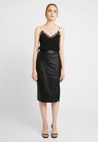 Gina Tricot - SAMANTHA SKIRT - Pencil skirt - black - 1