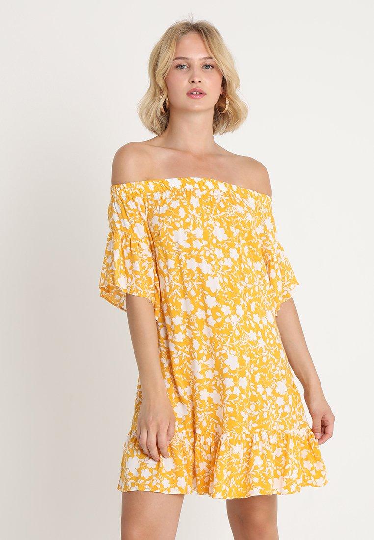 Gina Tricot - FLORA OFF SHOULDER DRESS - Hverdagskjoler - yellow/white