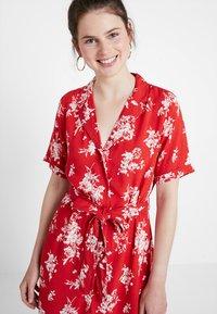 Gina Tricot - BLENDA BUTTON DOWN DRESS - Blousejurk - blossom red - 3